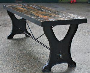 Tafel van hout en staal